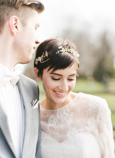 02-a-cool-short-wedding-hairstyland-for-a-glam-look.jpg