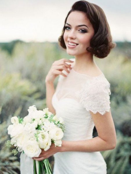 19-wavy-short-hair-with-some-curlswill-fit-most-of-bridal-styles.jpg