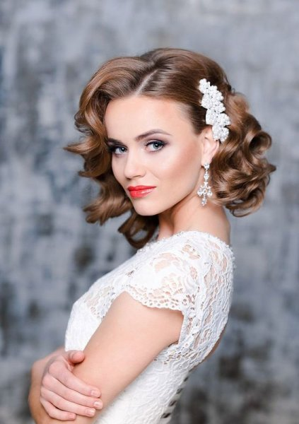 27-short-curly-bridal--glam-and-girlish-accent.jpg