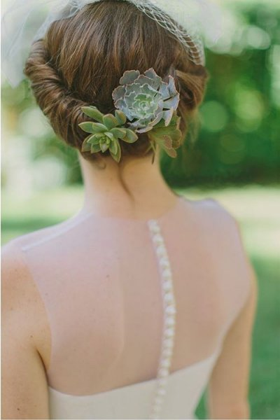 blogs-aisle-say-bridal-hairstyles-with-succulents-and-airplants-6.jpg