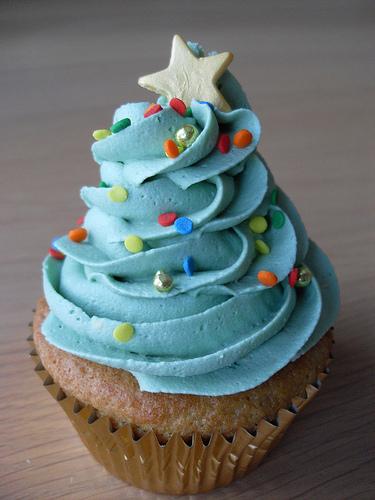 Blue-Christmas-Tree-Cupcake.jpg