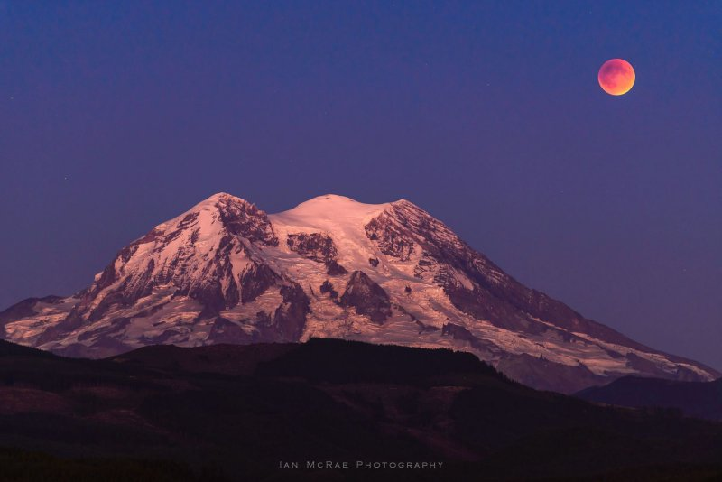 eclipse-over-mount-rainier-photo-credit-ian-mcrae-photography.jpg