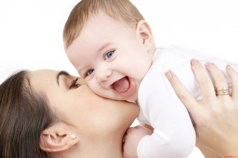 göz-teması-anne-ve-bebek-ilişkisi.jpg