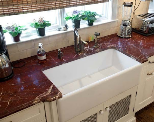 koyu-renk-granit-mutfak-tezgahı.jpg