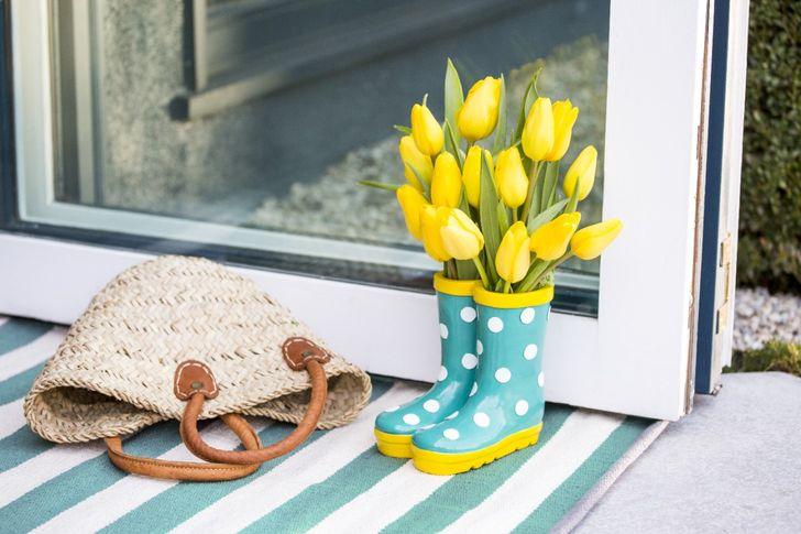 Lastik çizmelerden yapılmış orijinal bir vazo.jpg