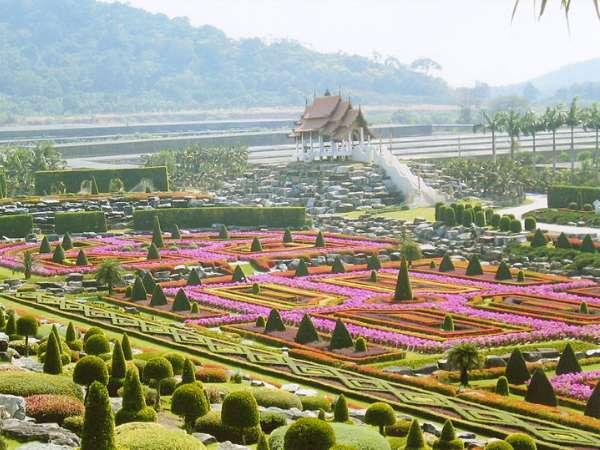 Nong Nooch Tropikal Botanik Bahçesi.jpg
