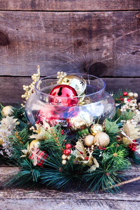 red-gold-christmas-centerpiece.jpg