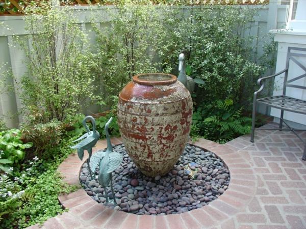 simple-fontaine-de-jardin-céramique-vintage-.jpg