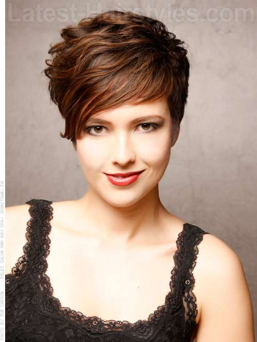 Short haircuts for big round faces