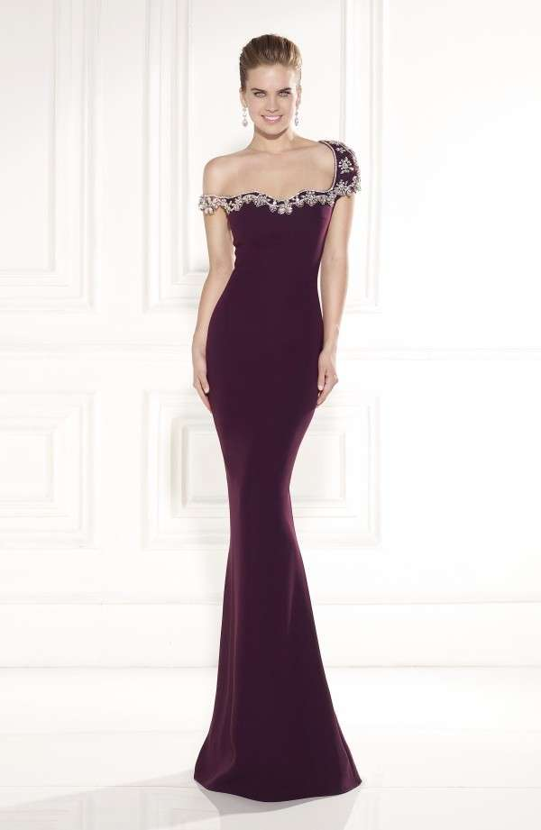 bordo omuzdan askılı gece elbisesi