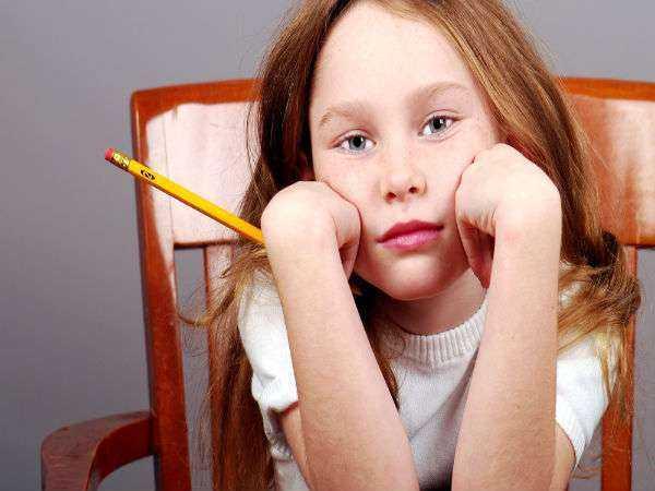 derslerde başarısız olan çocuk