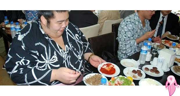 Kilo almak isteyene sumocu diyeti