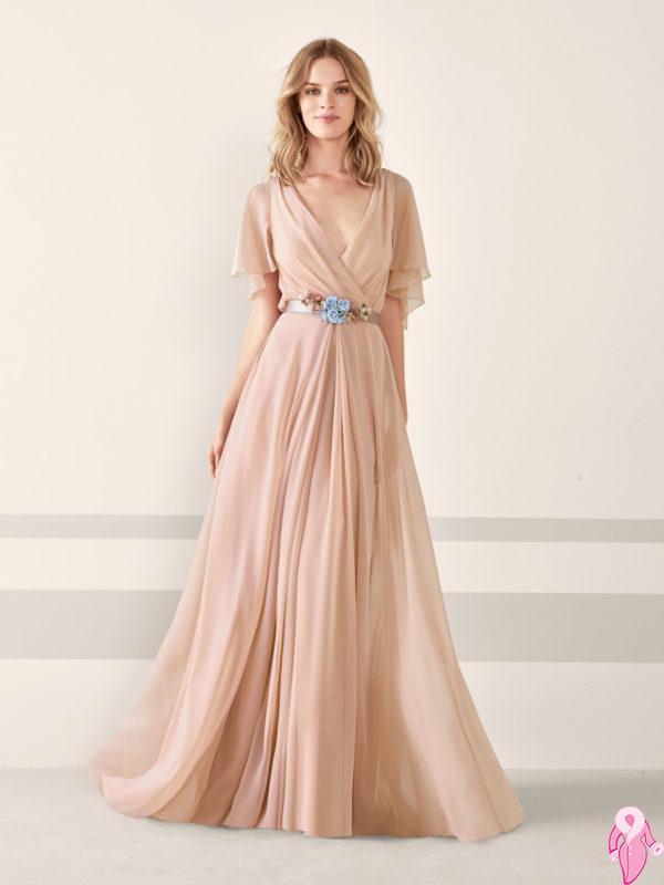 abe2bf8b6b4c6 Nişan elbise modelleri 2019 senesinde kabarık ve deniz kızı stili olarak  ikiye ayrılıyor. Bunun için nişan töreninin nerede yapılacağı önemlidir.